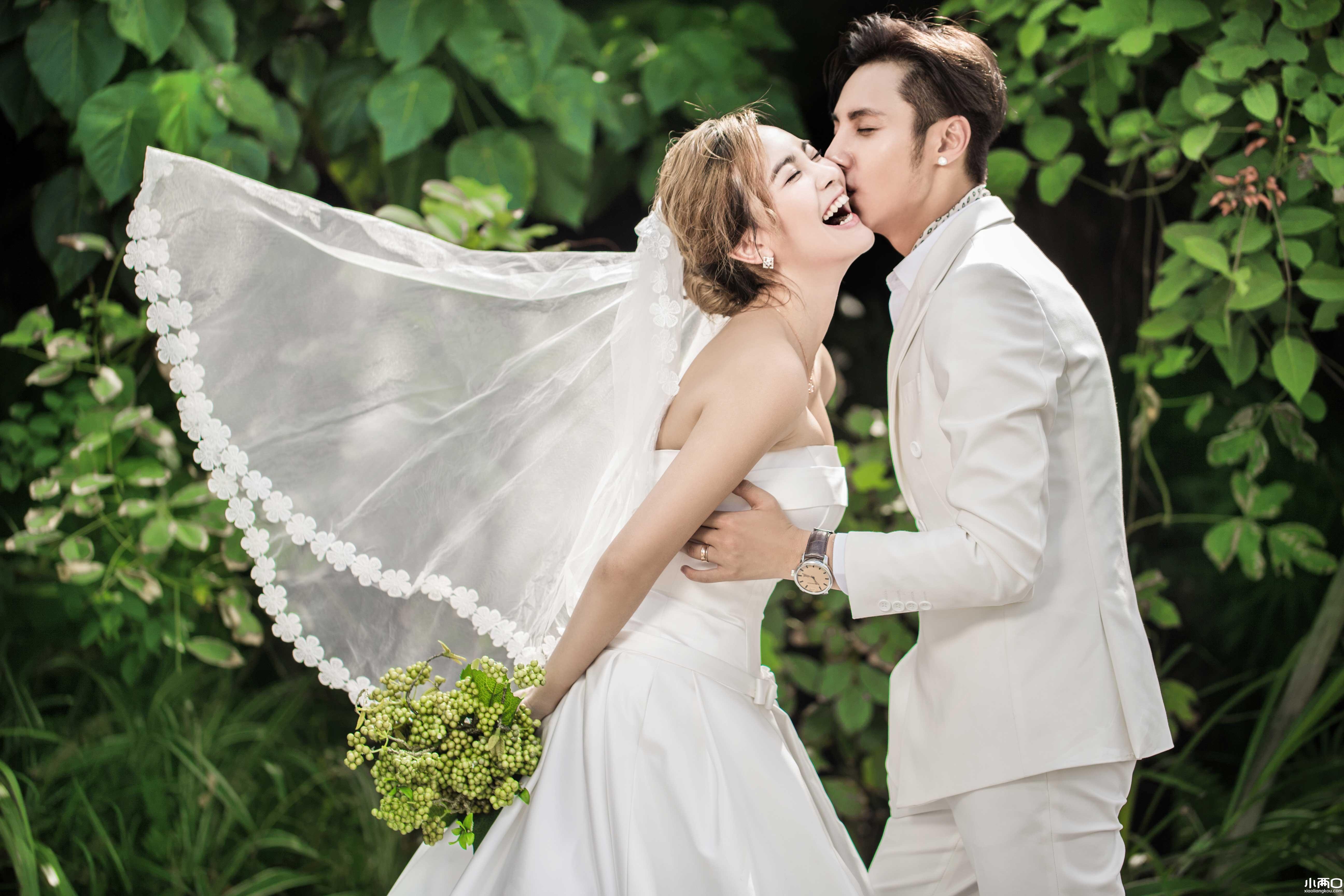 拍婚纱照时,新郎新娘穿什么衣服比较方便?